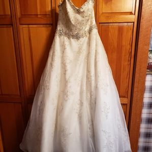 Mori Lee wedding gown size 16